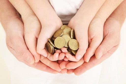 Деньги, идущие на зарплатные карты, лучше чем монеты в копилках?