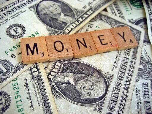 бывают ли у вас финансовые ямы, когда вокруг море денег?