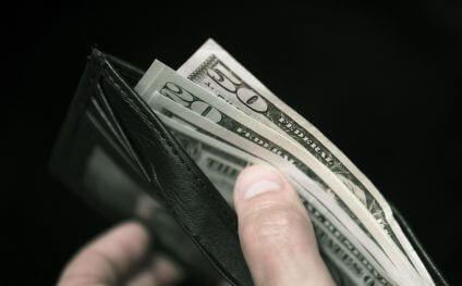Доходы лучше получать в твердой валюте. Но вот как...