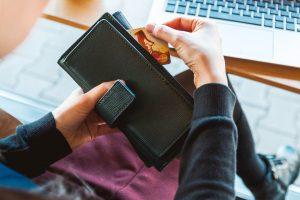 Какие банковские карты вы любите - кредитки или дебетовые?